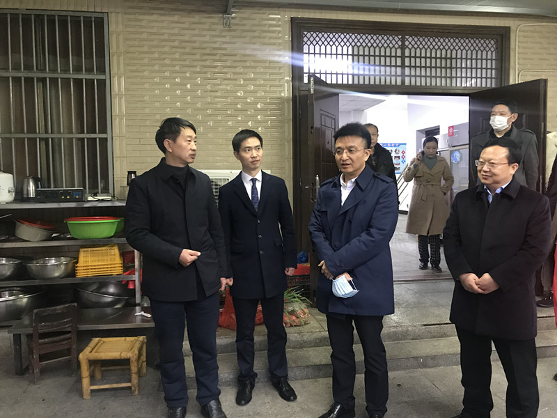 """调研组一行考察沙岭社区""""爱心食堂""""_副本.jpg"""
