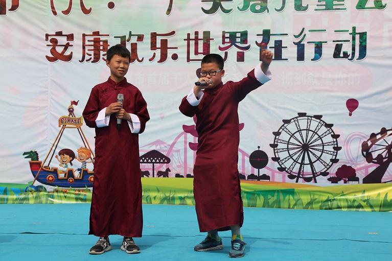 4.星梦途公司为孩子们提供精彩的演出.JPG