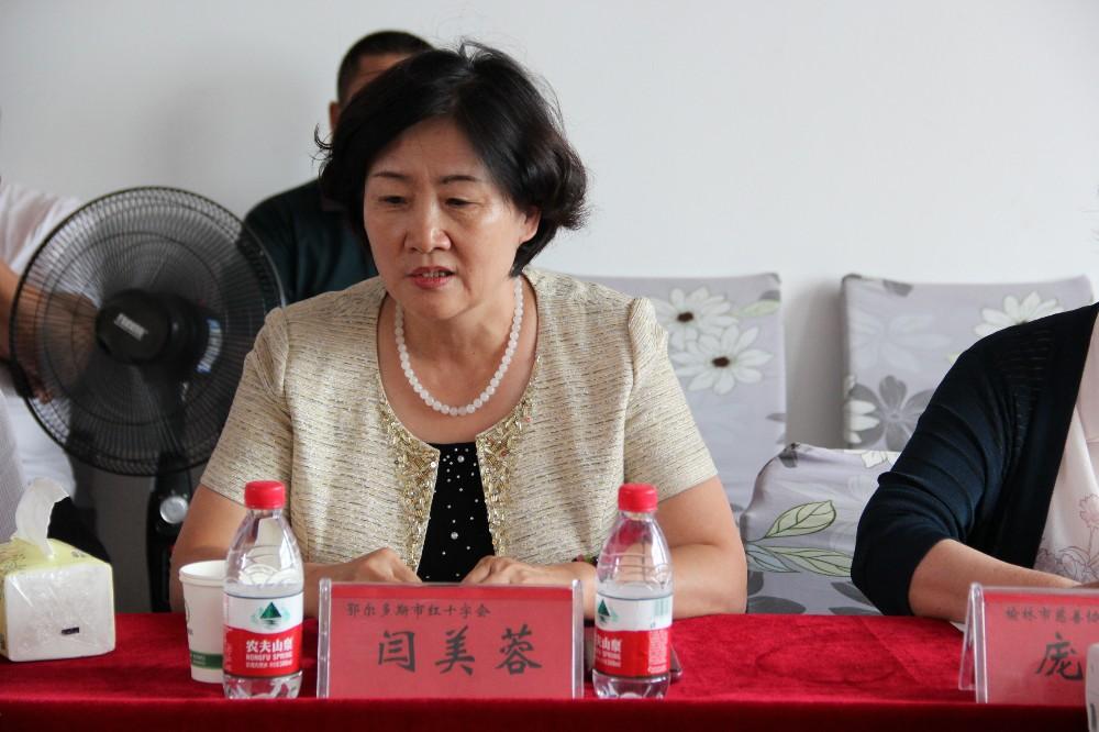 鄂尔多斯市红十字会党组书记、常务副会长闫美蓉讲话.JPG