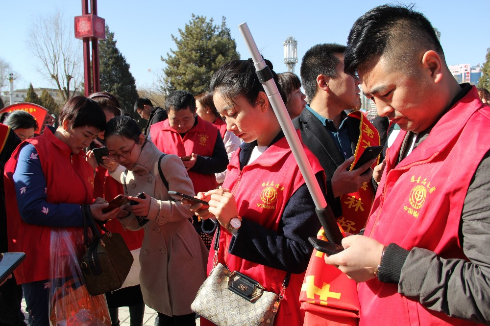 """7.慈善志愿者对接""""中国社会扶贫网""""网上贫困需求.JPG"""