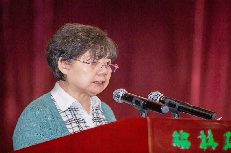 市慈善协会副会长兼项目部部长庞瑶宣读资助决定和资助名单.jpg