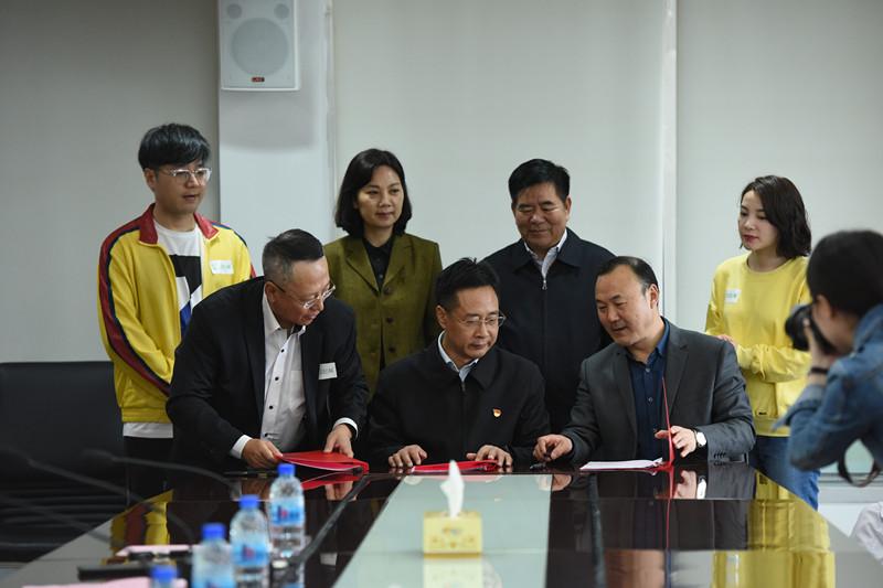 河南省慈善总会、河南省人民医院、轻松公益三方签署合作协议.jpg
